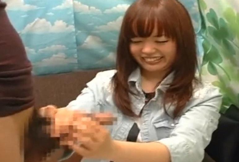 素人の赤面手コキ!ナンパした女子大生に手コキ抜きしてもらう♥嫌々ながらやるところが本物素人ならでは!!
